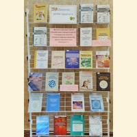 """Книжкова виставка """"Даруємо дітям здоров'я"""""""